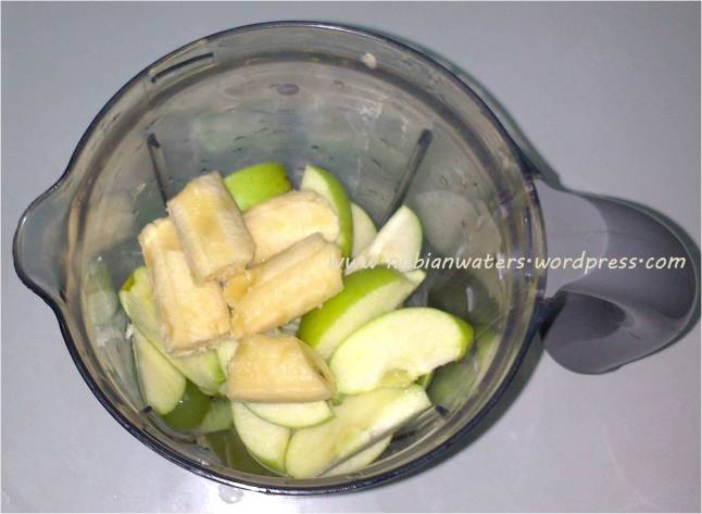 Orange bits, Kiwi slices, Seedless grapes, bananas, apples & pears.